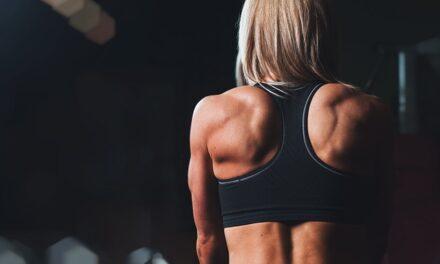 Fortalece tu espalda con estos ejercicios desde casa